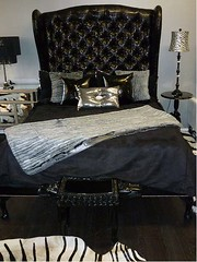 "4098 BLACK TUFTED CROCODILE ELEGANT SLEIGH BED • <a style=""font-size:0.8em;"" href=""http://www.flickr.com/photos/43749930@N04/5744161612/"" target=""_blank"">View on Flickr</a>"
