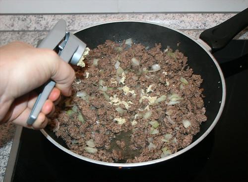 19 - Knoblauch pressen