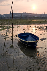 Drydock? (RazorTM !SDPEsPMnww) Tags: sunset landscape okinawa lowtide  ef50mmf14usm eos5d seaweedfarm niceboat  kitanakagusukuvillage