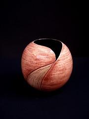 Bola Vaso Pequena (Malu Serra) Tags: ceramica ceramic plate prato torno maluserra terrasigilata handtrown