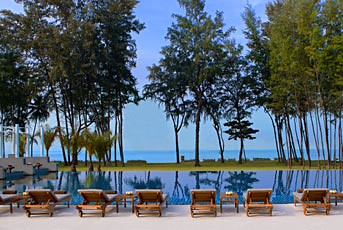 Infinity pool in Sheraton Krabi.