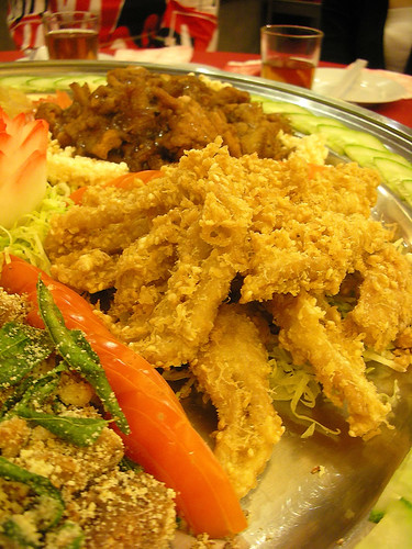 Deep-fried pig intestines with sesame seeds