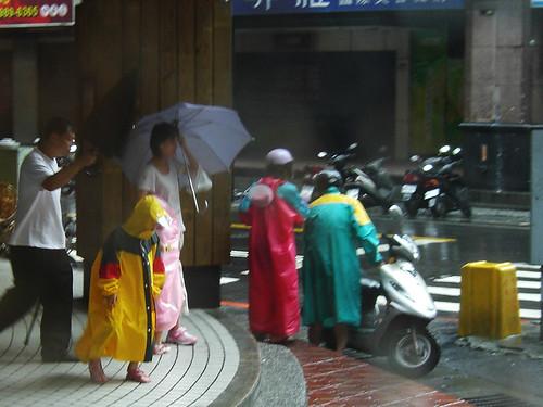 雨衣比雨傘好