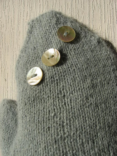mittens with buttons!