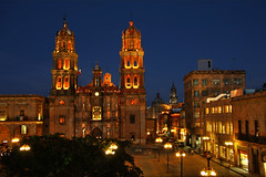 La catedral de San Luis Potosi (Nino H) Tags: plaza light luz church night de mexico noche lumire armas religion cathdrale mexique nuit glise hdr lacatedral torres elcarmen plazadearmas slp sanluispotosi mywinners
