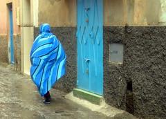 Maroc, Tiznit, Femme en bleu (ivann_lamy) Tags: blue woman color colors azul femme bleu morocco maroc arabe marocco arabian tiznit musulman