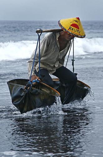 _MG_0788-w Farmer collecting the sea water