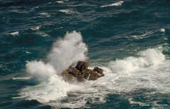 De la pointe du Grouin (Hlne Quintaine) Tags: mer france vacances juin nikon eau bretagne t vagues f4 rocher manche argentique cume diapo cancale pointedugrouin ileetvilaine