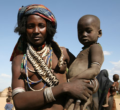 Mother and son (Ingiro) Tags: africa river african fiume mother valle son valley tribes ethiopia omo etiopia ingiro arbore i500 interestingnes310