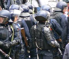 Policiers prêts au combat