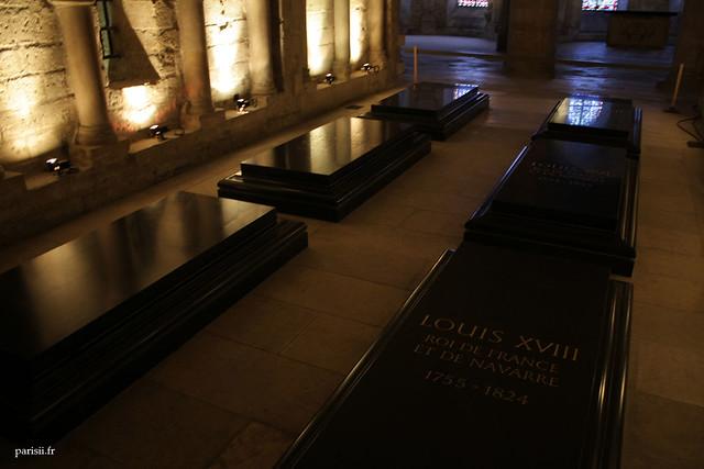Le caveau des Bourbons, avec les tombes de Louis XVI, de Marie Antoinette, de Louis XVIII...