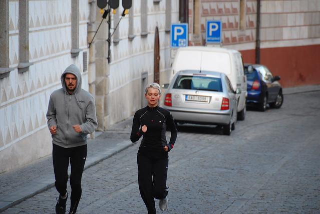 Cesky Krumlov 庫倫諾夫:一大早就有人在跑路~慢路啦!在這跑步真是幸福~