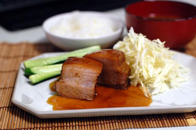 煮豚を切って煮詰めたタレをかけたらやっぱり美味しいです。 #gohan