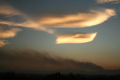 The mountains are burning (Gary73 [NO VIDEO]) Tags: cloud fire rainbow nuvola smoke arcobaleno incendio fumo