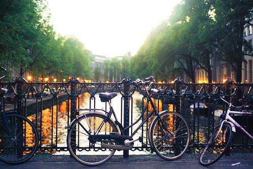 Een gewone brug in Amsterdam