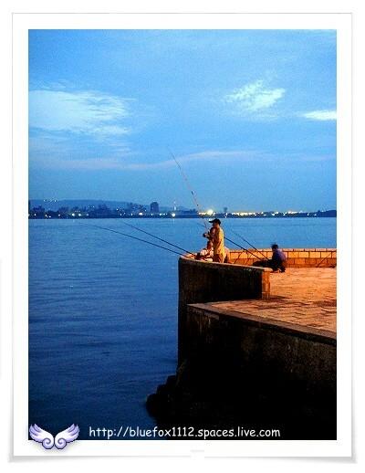 080504淡水散步19_黃昏釣手
