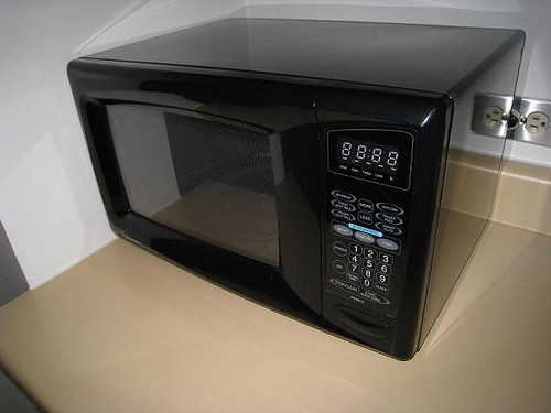 Microwave – Emerson 900W $35