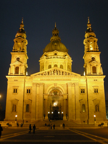 st stephens basilica at night