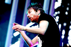 Thom Yorke dancing (kirstiecat) Tags: music love heart dancing happiness british thomyorke radiohead musicfestival lollapalooza lolla oneofmyfavoritebandsofalltime lastfm:event=366260 quartertonalityismybrotherinlawhavingalaugh