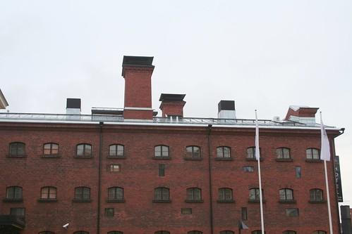 Otra vista de la fachada del edificio/hotel. O cárcel. O prisión.