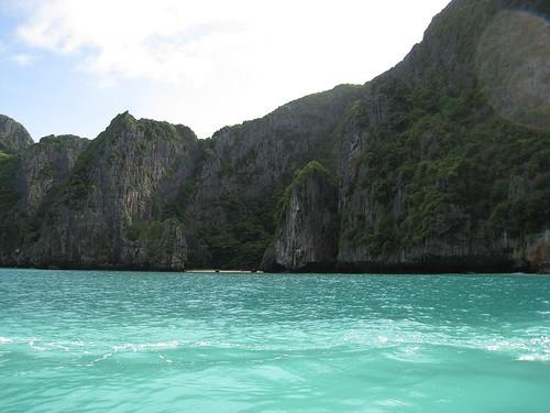 A small beach near the entrance of Maya Bay