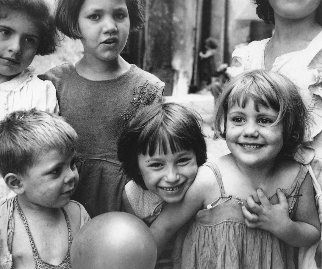 Le Valais rend hommage à Sabine Weiss, photographe, à La Médiathèque de  Martigny - Notre Histoire