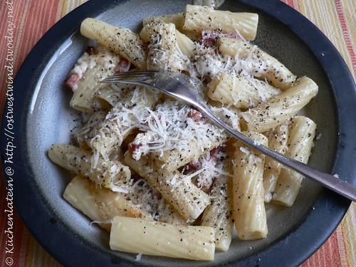 Tortiglioni cacio e pepe - Tortiglioni mit Käse und Pfeffer