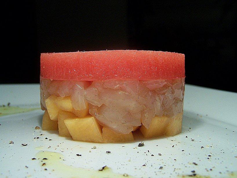 tortino di spigola con mango e gelatina di pomodoro