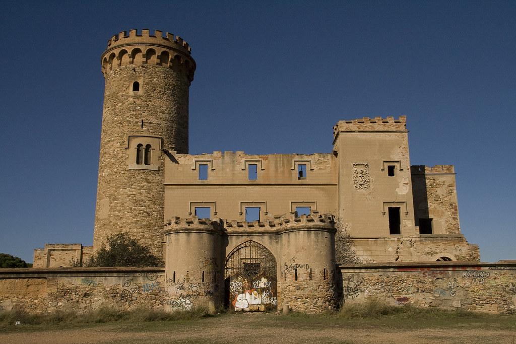 ... de Barcelona. En el año 1715 es abandonado el castillo en muy mal  estado debido a la guerra entre Jaime I y Joan II. En la actualidad se  encuentra en ... 8722741c5644