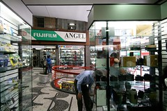 Galeria 7 de Abril (c.alberto) Tags: centro galeria abril fujifilm fotografia lojas setedeabril