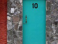 turquoise door (view 2) (msdonnalee) Tags: door blue azul mxico mexico puerta blu turquoise stonework  masonry bleu porta sanmigueldeallende mexique portal blau tr bluedoor mexiko messico numberten   i  turquoisedoor donnacleveland callevergel photosfromsanmigueldeallende sanmigueldeallendephotos photosofsanmigueldeallende photosbydonnacleveland blaubleuazzurroazul