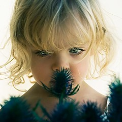 To Smell (<T-Y>) Tags: fab portrait baby flower cute girl beautiful beauty smile nice eyes pretty superb sweet smell belleza doughter    trmenda