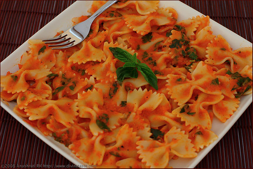 Pasta In Tomato and Basil Sauce