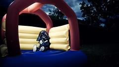 Star Wars Bouncy castle Kid (Sebastian-Ziegler) Tags: film halloween movie advertising starwars nikon yoda lucasfilm sp jedi 28 af darthvader lukeskywalker werbung tamron softbox frustrated georgelucas bouncycastle jediknight anakinskywalker offended jedimaster speedlite kriegdersterne hpfburg 2875mm beleidigt leiaorgana jediritter jedimeister d700 sb900 yongnuo jediism gefrustet yn560