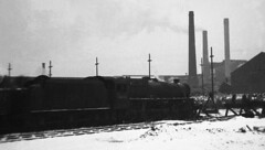 Abandoned, Trafford Park, 1968. (Fray Bentos) Tags: england manchester steamlocomotive traffordpark stanierclass5 44835 stanierblack5 locomotiveshed