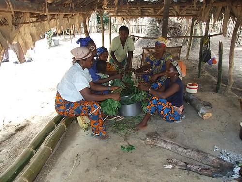 Some women preparing pondu for the military in Obenge in TL2s kitchen