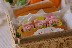 The Story of The Three Little Pigs (luckysundae) Tags: kawaii bento japanesefood obento charaben kyaraben