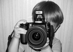 3 year old + Nikon D80 = Nervous Dad! (by Adam Melancon)