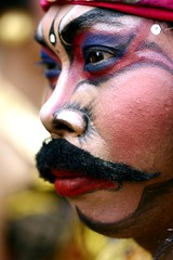 monkey warrior (Farl) Tags: travel portrait bali colors closeup indonesia culture tradition facepaint hindu baliartsfestival 100mmf28macro meped monkeywarrior baliartsfestival2008
