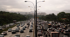 Trafico (El Tecnorrante) Tags: street urban cars smog calle highway venezuela caracas cielo autopista nubes carros urbano nublado autos trafico oscuro colas automoviles