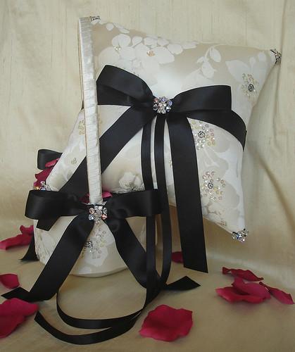 Düğün Hazırlıkları: Nişan Yüzük Yastığı Alternatifleri