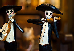 Dia de los Muertos Mariachis (disneymike) Tags: california orange men shop musicians dayofthedead skulls nikon guitar hats mexican figurines violin photowalk diadelosmuertos skeletons orangecounty nikkor d3 mariachis lightroom oldtowne oldtowneorange artshop 85mmf14d tacomaartmuseum scottkelbysworldwidephotowalk worldwidephotowalk