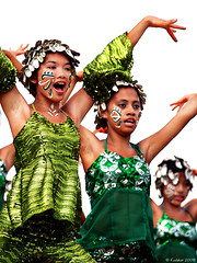 Kili-Kili (kudaker) Tags: girls armpit glitter dance pretty philippines aviles facepaint shadesofgreen leyte pintados e500 tacloban ilok kilikili overexposedbackground kasadyaan