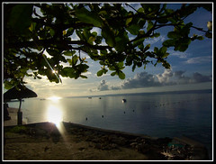 Sunrise @ Tambuli6 (xelor (on and off)) Tags: sea sun water sunrise tambuli cebu risingsun guas lapulapu divinas cebusugbo theunforgettablepictures