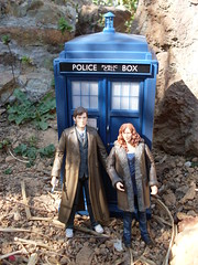 The Doctor and Donna with the TARDIS