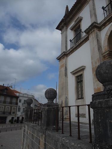 A cidade e o mosteiro estão em harmonia