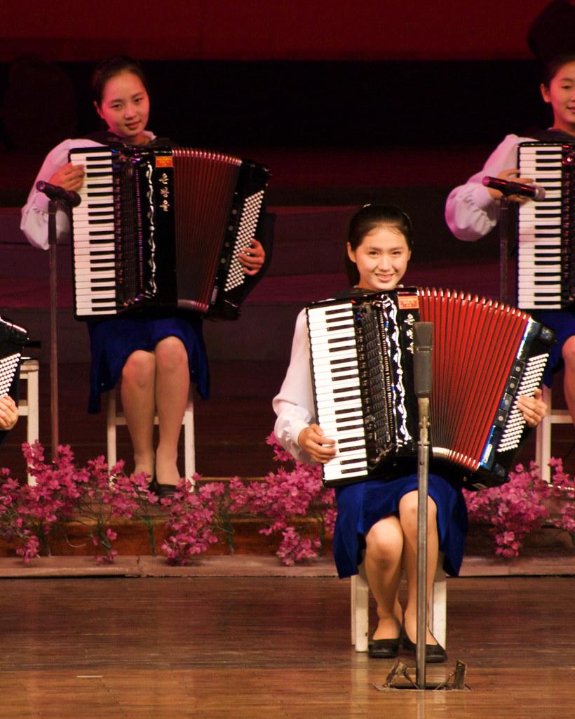 Girls on Accordions (20081009 0661)