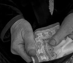 Fazzoletto (Groucha) Tags: mani inverno raffreddore fazzoletto