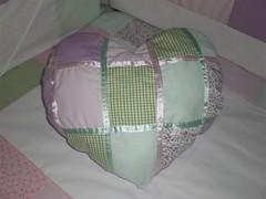 Almofada Coração (Abriuamadre - Artigos para Bebê) Tags: coração patchwork almofada