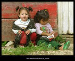 Amigas794 (-Karonte-) Tags: friendship nias amigas childs nikoncoolpix8700 coolpix8700 chenalho indigenaschiapas indigenouschildren niosindigenas josemanuelarrazate